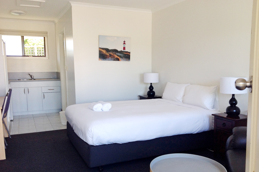 Comfortable motel rooms, free WiFi and Foxtel at Bass & Flinders Motor Inn